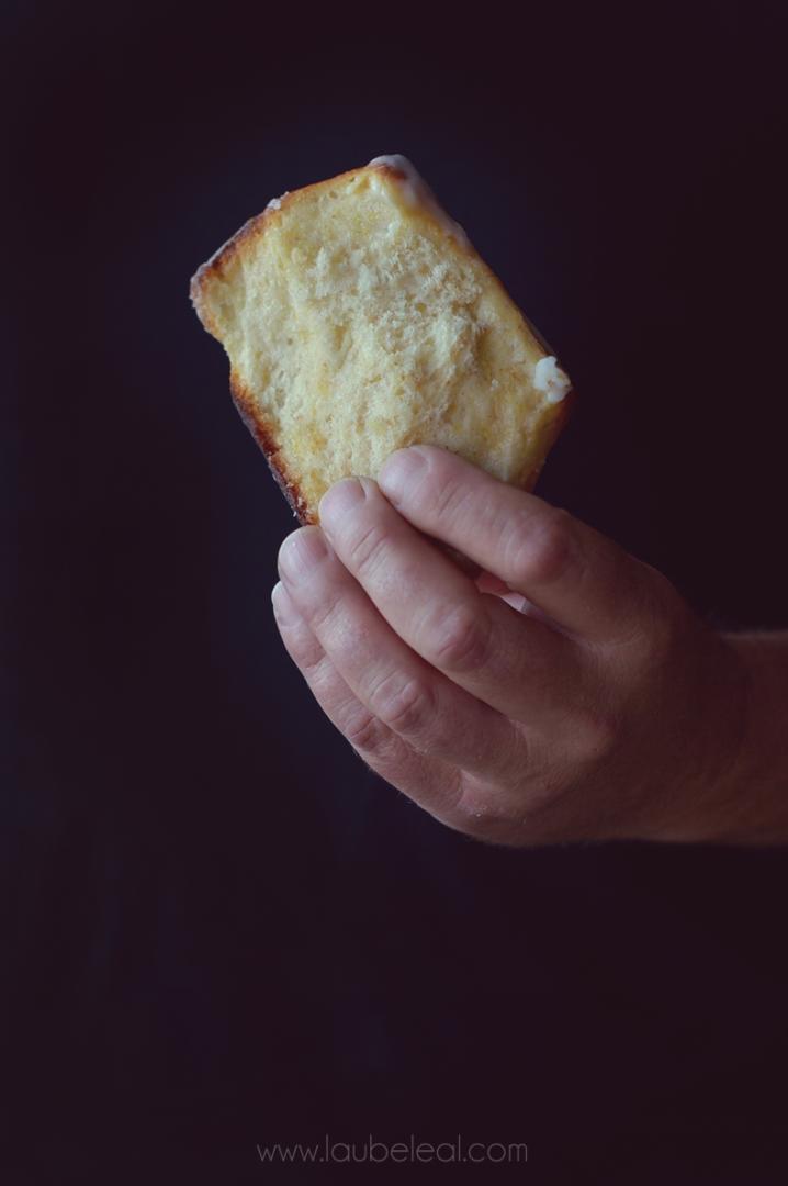 Pull-apart lemon and cardamomo bread