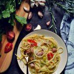 Spaghetti con salchichas frescas