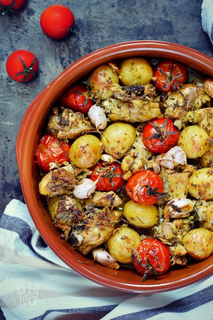 Asado de pollo, papas y tomates: sabroso y sencillo