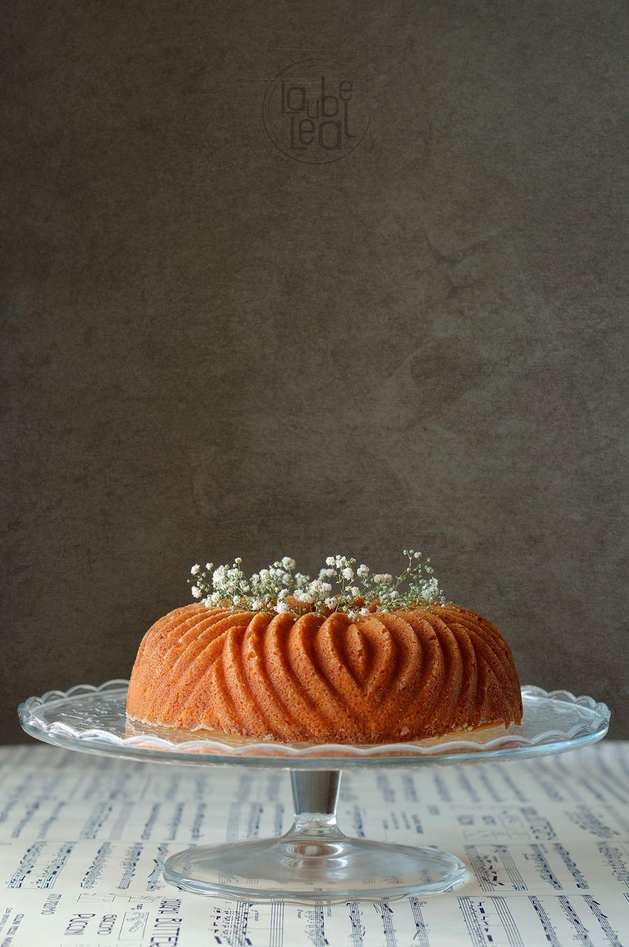 Un aromático bundt cake de requesón y limón horneado en un molde Bavaria de Nordic Ware