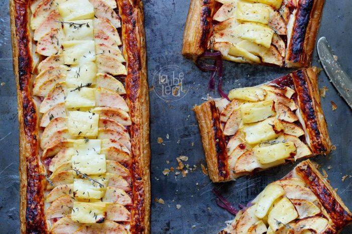 Una tarta salada con cebolla, manzana y queso majorero, ideal para las fiestas de Navidad