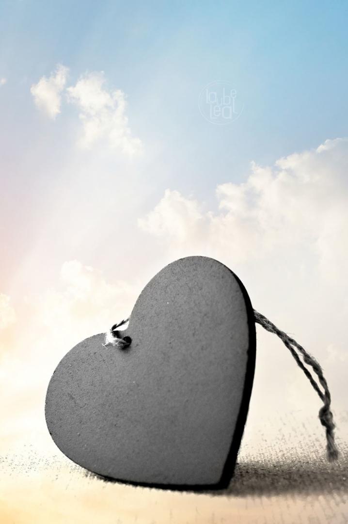 Un corazón en las nubes, poema original de Laube Leal.