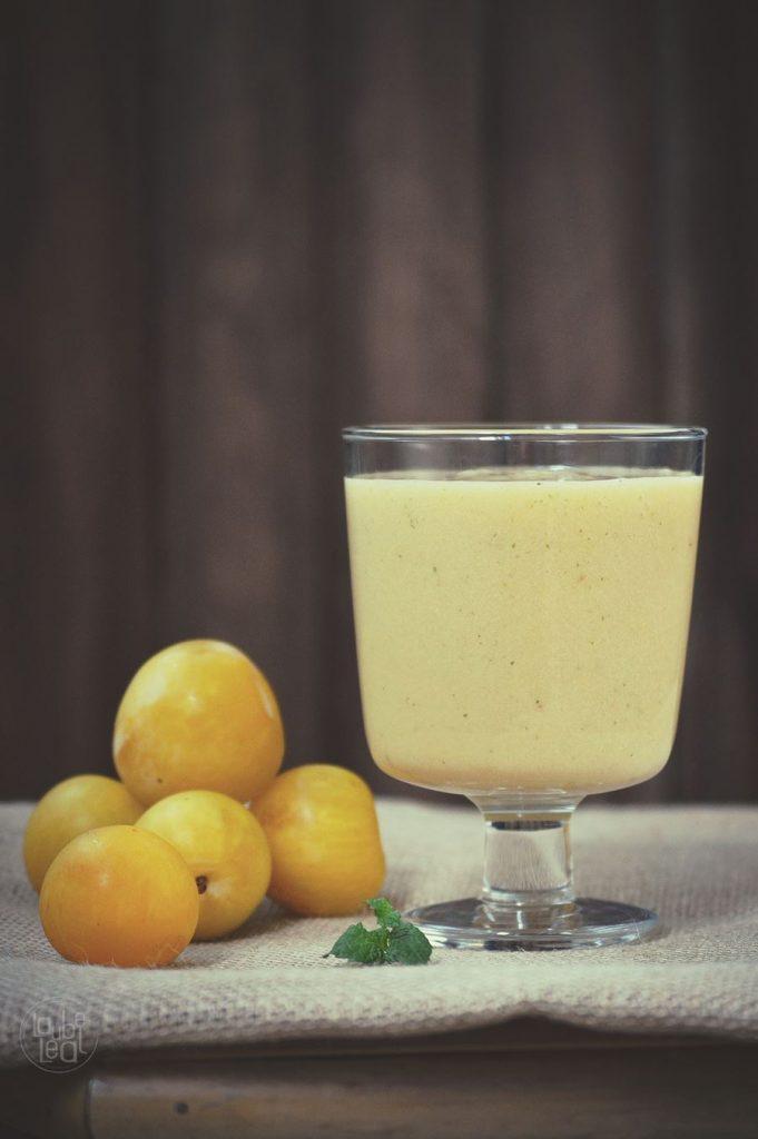 Batido de ciruelas, plátano y jengibre: cóctel de vitaminas y minerales