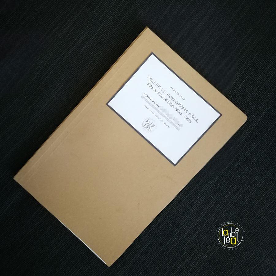 Dossier entregado a las asistentes al taller de fotografía para pequeños negocios.