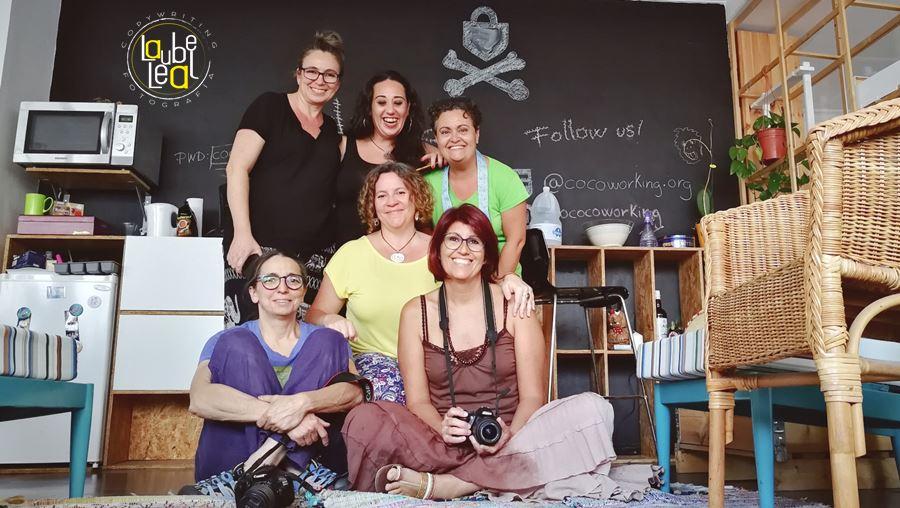 Las asistentes al taller de fotografía de producto