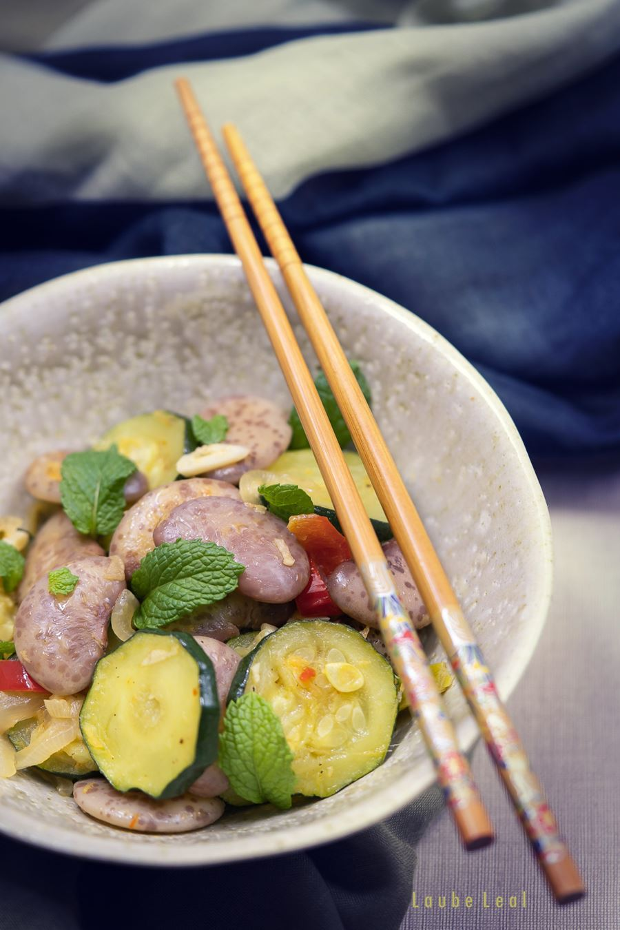 Judiones salteados con verduras y toque de hierbabuena
