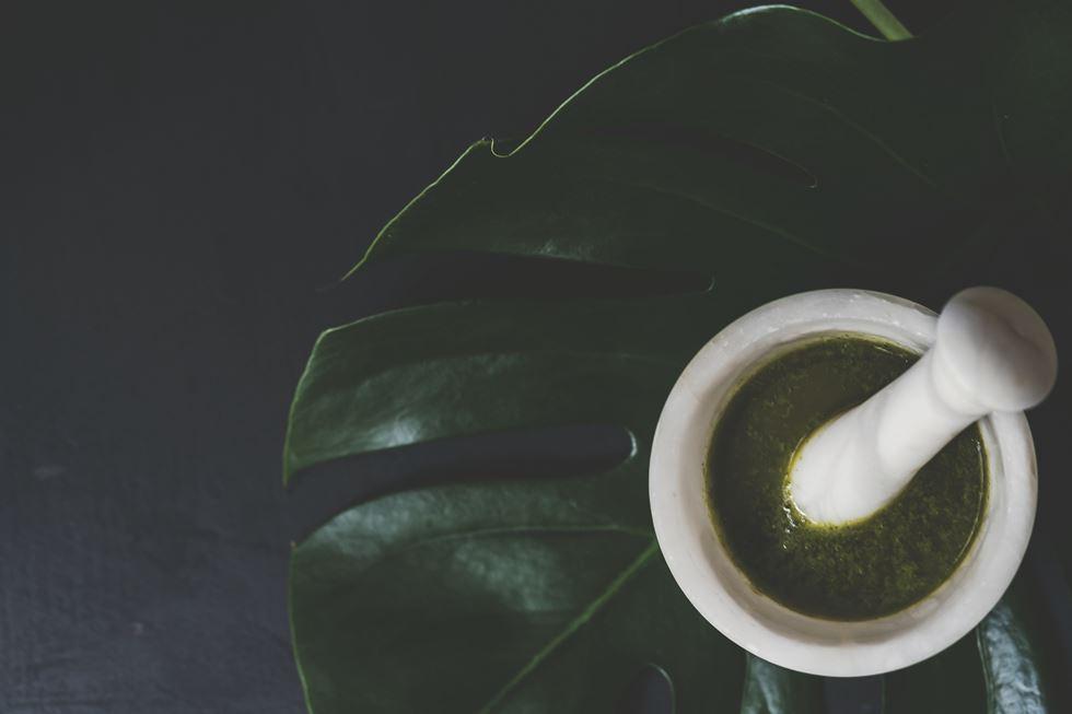 Mojo verde de cilantro y almendras
