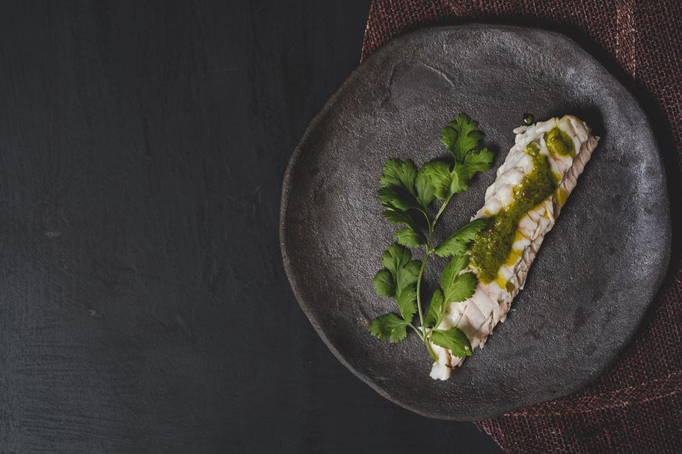Vieja a la espalda con mojo de cilantro