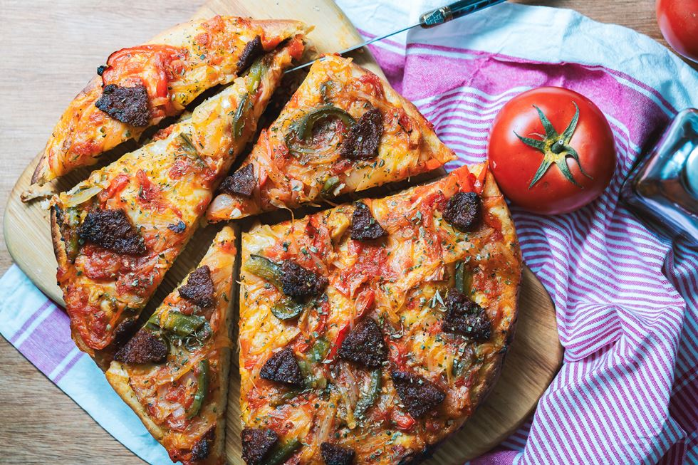 Coca de sofrito y sobrasada: receta de Menorca