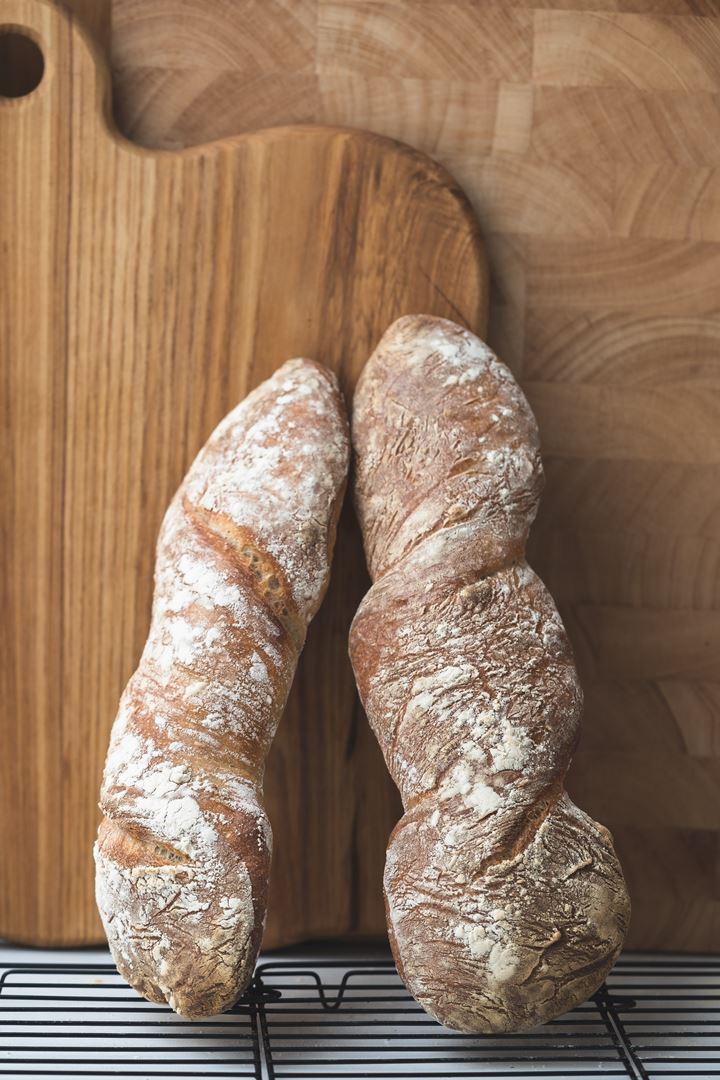 Barras de pan retorcidas y sin amasar